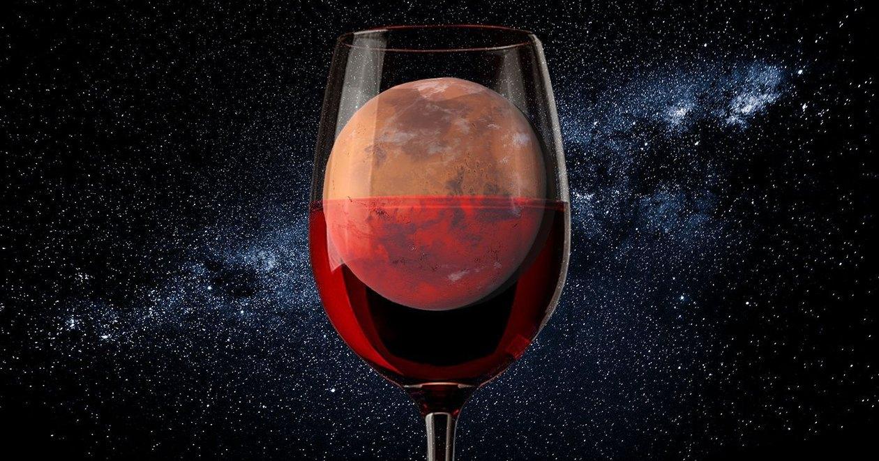Вино — первый алкогольный напиток на космической орбите.